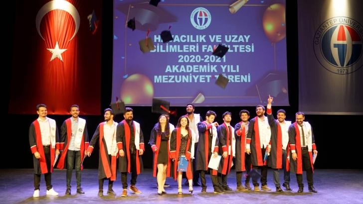 GAÜN Havacılık ve Uzay Bilimleri Fakültesi mezunlarının kep atma sevinci