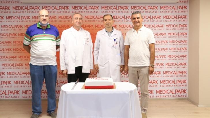 Op. Dr. Ersin Borazan'a arkadaşlarından sürpriz kutlama