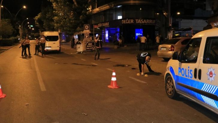Bar çıkışı silahlı kavga: 3 yaralı